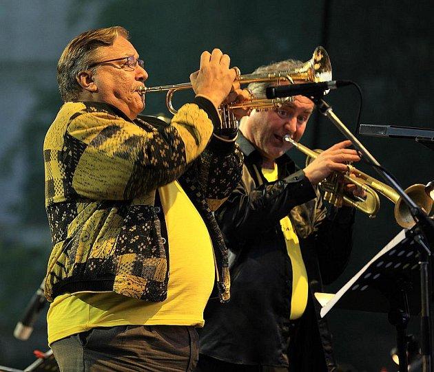 Kubánský jazzman Arturo Sandoval navštívil vsobotu Český Krumlov. Vrámci Mezinárodního hudebního festivalu Český Krumlov vystoupil  za doprovodu CBC Big Bandu Miroslava Surky vPivovarské zahradě.