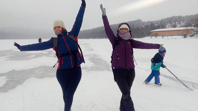 Čtyřkilometrový ledový ovál si mohli v sobotu užít milovníci bruslení. Sklouznout si poprvé mohli v pátek 25. ledna.