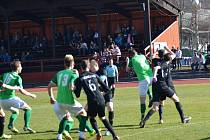 Ondrášovka KP – 18. kolo: FK Slavoj Český Krumlov (zelené dresy) – FK Olešník 0:3 (0:2).