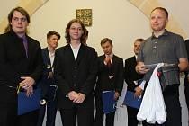 Vítězný tým Technofobici ve složení Jakub Švarc (zleva), Martin Bárta a Jiří Bendík jsou strůjci špionážního křečka.