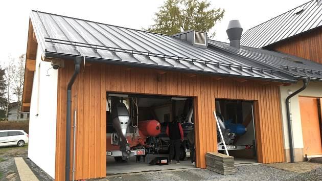 Vodní záchranáři v Dolní Vltavici budou mít novou loděnici.