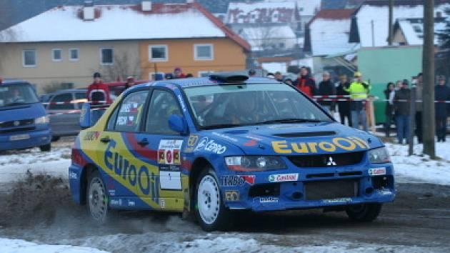 K hlavním aspirantům na zisk titulu bude v letošním Mezinárodním mistrovství České republiky opět patřit pětinásobný český mistr Václav Pech jun. (na snímku z letošní Jänner rallye, kterou vyhrál již potřetí).