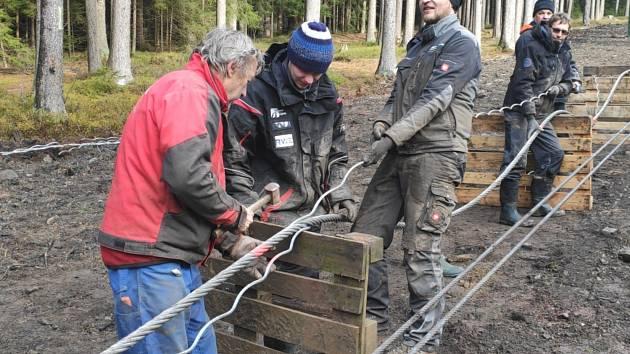 Záplet lana pro novou dvousedačkovou lanovku na Lipně.