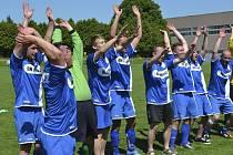 Minulou sobotu fotbalisté FC Velešín završili stoprocentní jarní tažení za zlatem v oblastní I.B třídě. Zítra se k oslavám návratu do druhé nejvyšší krajské soutěže přidají i sváteční chvíle k 80. výročí založení nejstaršího sportovního klubu ve Velešíně.