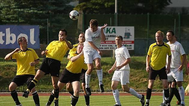 Fotbalové utkání A skupiny oblastní I. B třídy / FK Slavoj Český Krumlov B - FK Spartak Kaplice B 3:1 (1:1).
