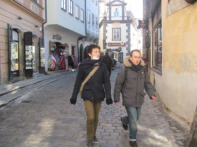 Autenticitu města mění i důraznější nabídka zboží pro turisty.