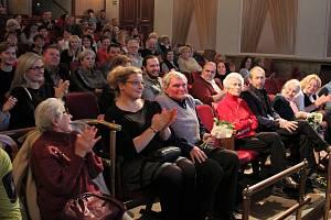Studenti českokrumlovských základních škol a gymnázia představily v městské divadle své projekty: Příběhy našich sousedů.