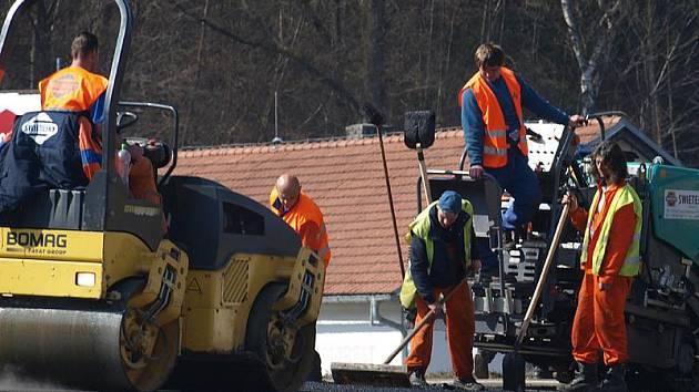 Opravy silnic v regionu.