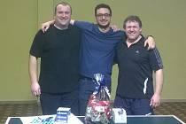 Trio nejlepších hráčů turnaje v Krasetíně – zleva: druhý Jan Válka, vítězný Otakar Fiala a třetí Josef Kamera.