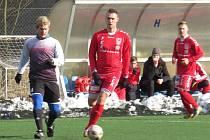 Zkušený kaplický bek a kapitán Josef Gondek (na archivním snímku vlevo) ve 23. minutě upravil na výsledných 1:1.