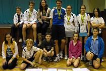 Mladí badmintonisté krumlovského SKB (na snímku) a křemežského Sokola vybojovali při krajských přeborech mladšího dorostu U19 a krajském turnaji mladších žáků U13 úctyhodnou sbírku celkem jedenadvaceti medailových umístění.
