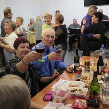 Členové českokrumlovského klubu Svépomoc se rozloučili se starým rokem.