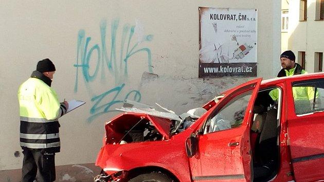 Auto narazilo do domu v Černé v Pošumaví