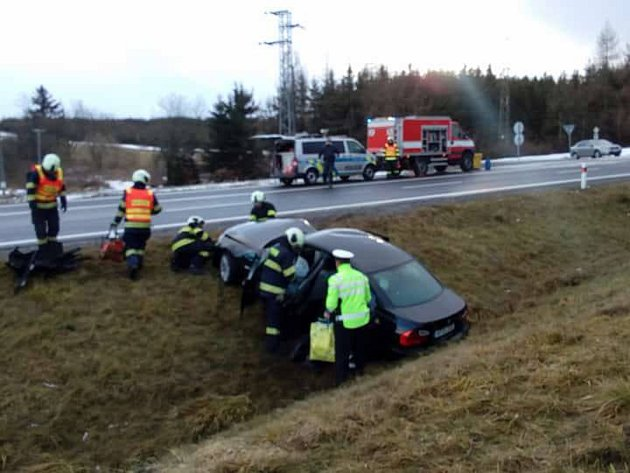 U Hořic na Šumavě se v úterý odpoledne srazila dvě auta. Nehoda byla se zraněním.