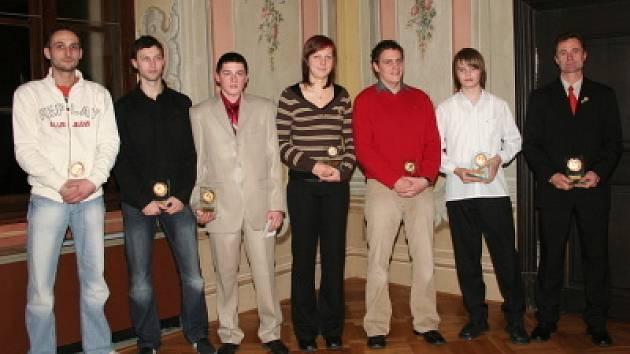Sedmička přítomných nejúspěšnějších sportovců Českokrumlovska 2007.