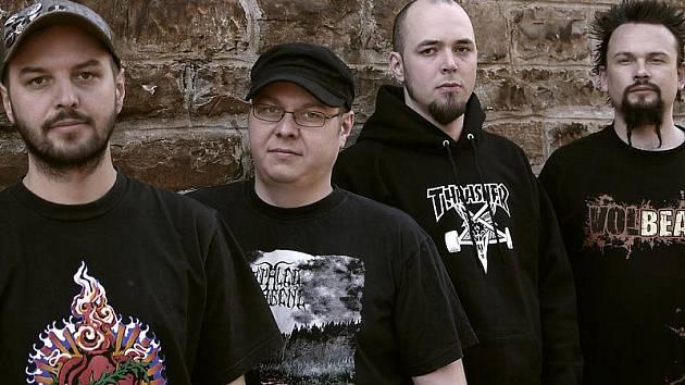 The Old Four z Holubova chtěli natočit obyčejné promo. Nakonec dali vzniknout oficiální nahrávce.