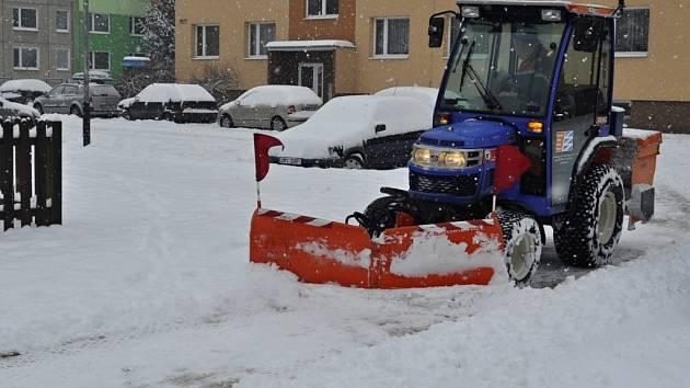 Sněhová nadílka v Přerově, silničáři jsou v permanenci