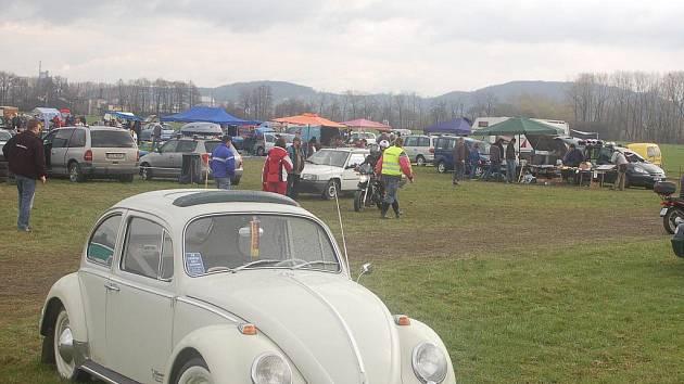 V Drahotuších se konala vůbec první auto- moto-veterán burza na Přerovsku. K vidění byly sběratelské předměty, náhradní díly i motocykly.