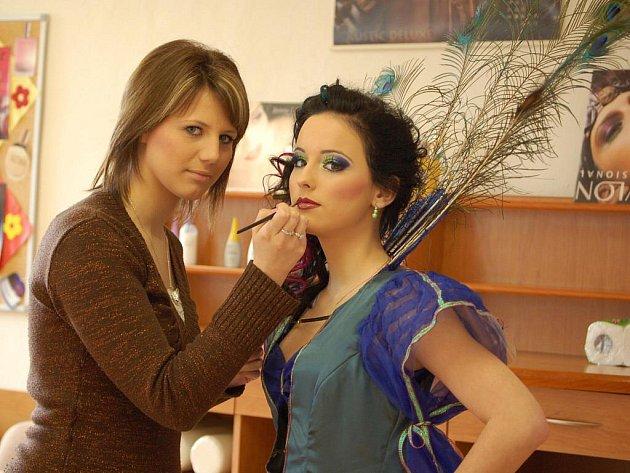 Jarmila Berousková s Lenkou Klimšovou (v kostýmu)