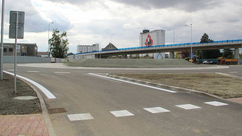 Slavnostní zprovoznění nové okružní křižovatky u přerovského Lidlu završilo náročnou stavbu mimoúrovňového křížení v Předmostí. 21. září 2021