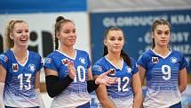 Volejbalistky Přerova (v modrobílé) proti pražskému Olympu.