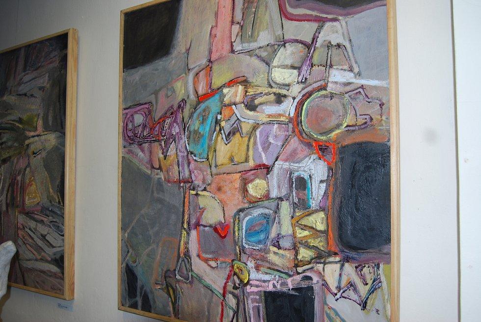 Vernisáž výstavy malíře Jiřího Ryšavého a uměleckého kováře Pavla Tassovského v přerovské výstavní síni Pasáž