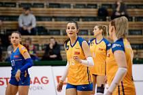 Eva Hodanová (uprostřed)