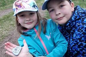 Žáci ze ZŠ Za mlýnem v Přerově hledali kamínky.