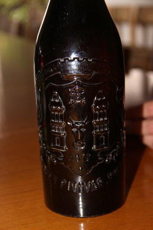 Josef Hrabák z Hulína našel na půdě osmdesát let staré pivo Zubr
