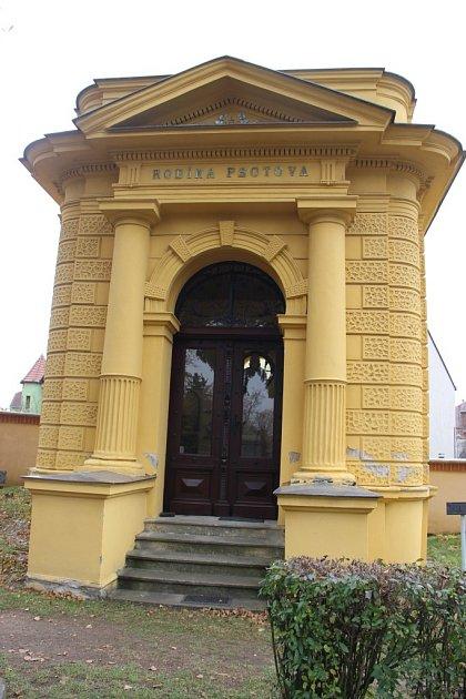 Knejhonosnějším hrobkám na přerovském hřbitově patří mauzoleum rodiny Psotovy, do kterého byly přemístěny ipozůstatky proslulého starosty Františka Kramáře.