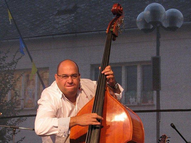 Na přerovském náměstí T. G. Masaryka se při jazzovém koncertu představilo například trio Josef Fečo (na snímku), Karel Růžička a Gary Rissmiller