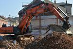 Bourání domů v Komenského a Kramářově ulici kvůli plánované stavbě průpichu Přerovem. Září 2019