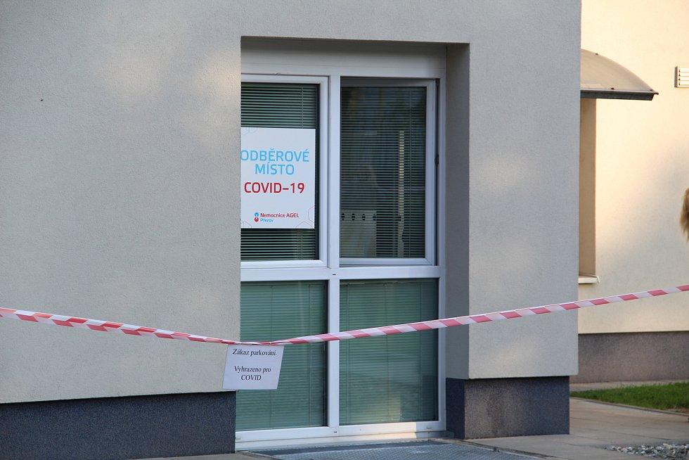 V přerovské nemocnici vzniklo nové odběrové místo - výhodou je samostatný vchod do areálu pro chodce.