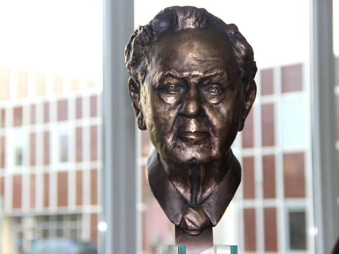 Slavnostní odhalení busty Paula Raustnitze v přerovské Meoptě