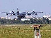 Lockheed C-130 Hercules na letišti v Bochoři