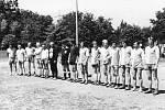 Rok 1977. Fotbalový zápas svobodní - ženatí konaný u příležitosti hodových oslav vSušicích.