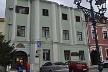 Radnice se má z náměstí T. G. Masaryka přesunout do dvou budov na Horním náměstí – do klubu Teplo a matriky. Na zdech objektu, kde sídlí matrika, se tvoří praskliny a bude nutná rekonstrukce.