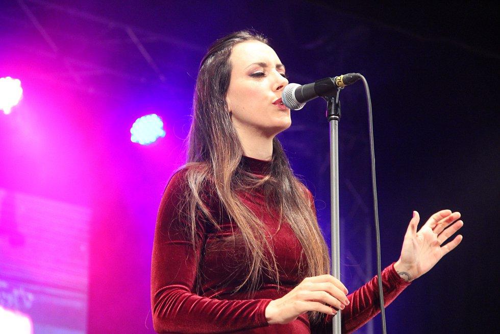 O roztančené finále sobotního koncertu a celého 34. Československého jazzového festivalu v Přerově se postarala skupina Patax .