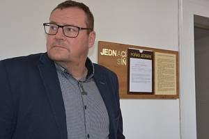Soudní líčení s politikem Markem Dostálem (ODS), který čelí obžalobě ze sexuálního nátlaku.