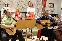 Jarní výstavu amatérských výtvarníků, uměleckých řemeslníků a literátů z řad obyvatel Veselíčka představuje expozice v místním Muzeu Záhoří