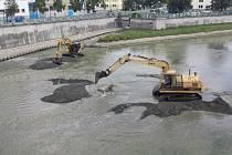 V pátek 23. července odpoledne dojde k vyhrazení jezu a vypuštění vody z celého nadjezí. Takzvaná srážka na Bečvě v Přerově potrvá týden.
