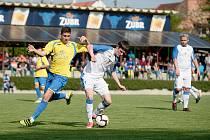 Jarní derby mezi fotbalisty Kozlovic (ve žlutém) a 1. FC Viktorie Přerov.