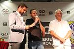 Hokejisté HC Zubr v OC Galerie Přerov pokřtili knihu k 90 letům přerovského hokeje, představili nové dresy a ochotně se podepisovali fanouškům. Roman Šebrle, Tomáš Pluháček, Miloš Říha (zleva)