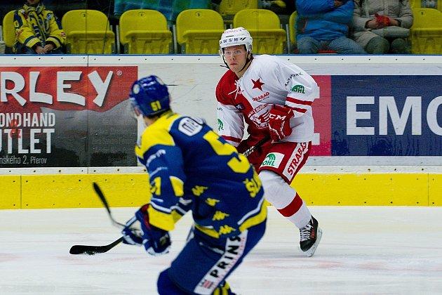 Hokejisté Přerova (v modrém) proti HC Slavia Praha