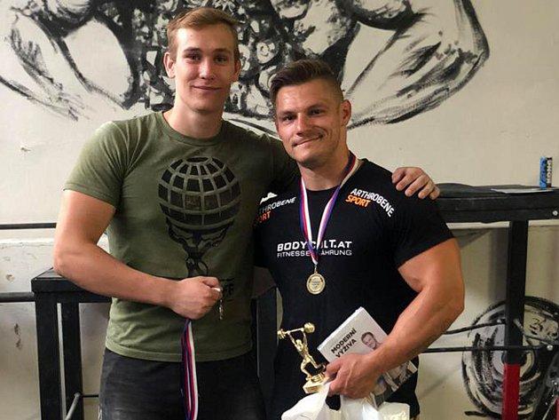 Druhé závody strongmanů v přerovském Chrámu síly. Marek Tkadlčík a Emanuel Pescari