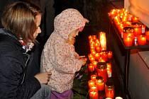 Na události před pětadvaceti lety se v Přerově vzpomínalo na dvou místech – členové bývalého Občanského fóra se sešli na prostranství u kina Hvězda, oficiální vzpomínkové shromáždění se konalo na náměstí T. G. Masaryka.