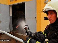 Hasiči zasahují u požáru tlakové lahve v Přerově