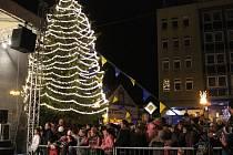 Rozsvícení vánočního stromu na přerovském náměstí TGM v loňském roce.