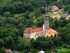 Zámek v Tovačově s 96 m vysokou Spanilou věží