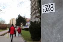 Na 4734 lamp veřejného osvětlení a 108 rozvaděčů v ulicích Přerova je nově označeno čtyřmístným číslem, které mohou lidé v případě krizové situace nahlásit policistům, zdravotníkům nebo hasičům a upřesnit tak místo, kde se právě nacházejí.